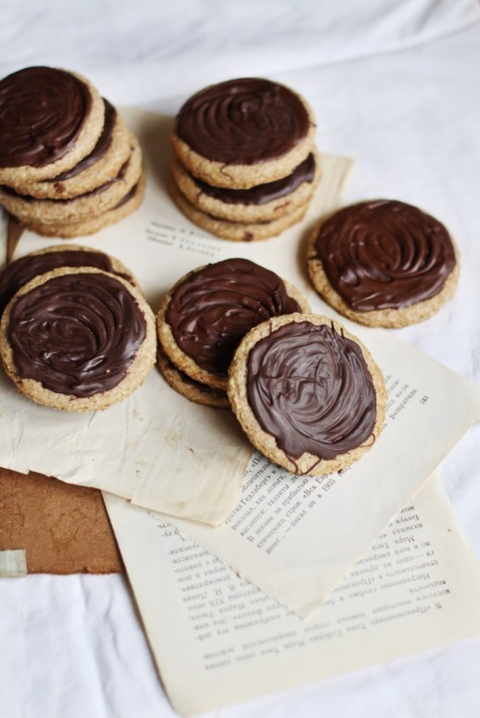 Печенье дижестив с шоколадом